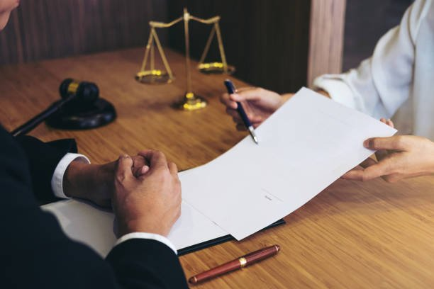 Factors to Consider When Selecting a Criminal Defense Attorney